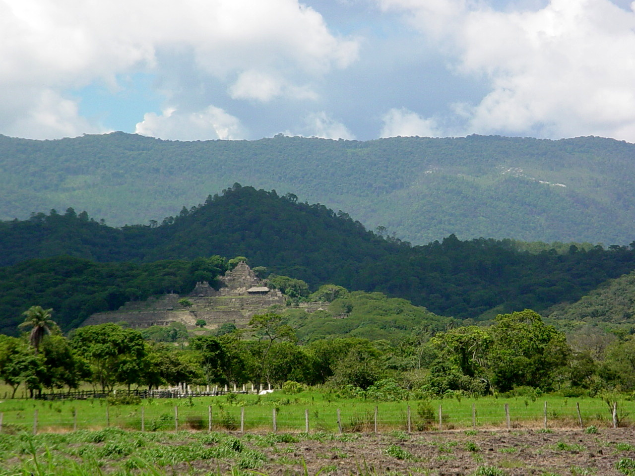 Toniná Chiapas pyramid Mexico