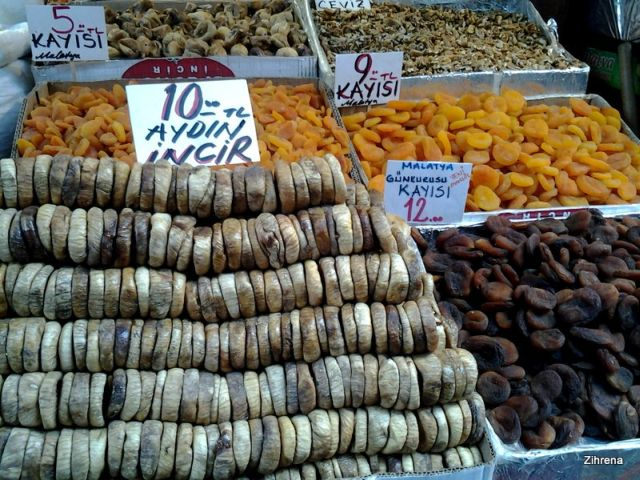 Figs and dried fruits at the Istanbul Spice Market